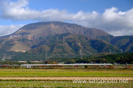 新幹線と伊吹山